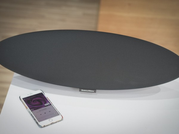 Khui hộp Bowers & Wilkins Zeppelin Wireless - Âm trong trẻo, sắc sảo, thêm bluetooth